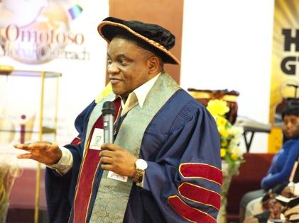 Pastor-Tim-Omotoso