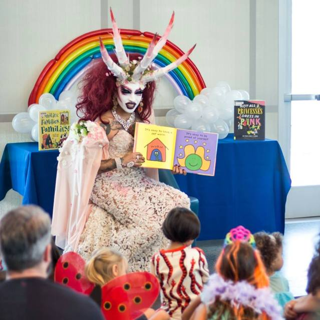 Drag Queen storyteller in pre-school